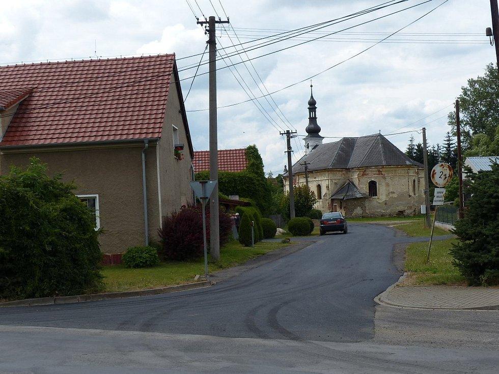 Nová silnice v Srbech.
