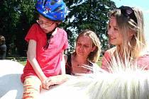 Modelka a bývalá miss Helena Houdová strávila s dětmi v Koutě čtyři hodiny.