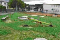 Dětské hřiště v Kolovči už je dnes minulostí.