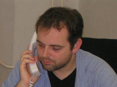 Kamil Jindřich musel během našeho rozhovoru několikrát brát telefony. Volající se do jednoho  informovali přímo u ředitele MKS Domažlice na Chodské slavnosti
