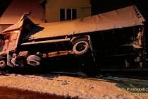 Havárie nákladního auta v Klenčí pod Čerchovem.