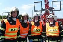 Holýšovští dobrovolní hasiči na krajské soutěži ve vyprošťování. O krajské vavříny bojoval tým ve složení (zleva) Radek Dopirák, Marek Engel, Tomáš Janda a Lukáš Jiránek.