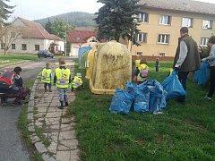 Z dobrovolnického úklidu ve Kdyni.