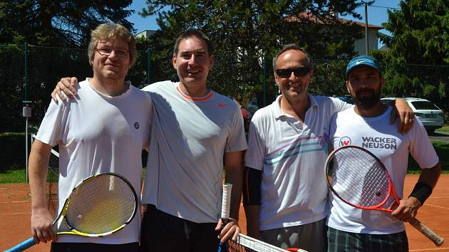 Vítězný pár z turnajů na Babyloně a v Horšovském Týně (zprava) Jan Vaněk/Václav Šaloun s dvojicí Tomáš Čapek/Martin Slepička.