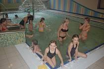 Děti strávily s Dominem odpoledne v dětském bazénu.