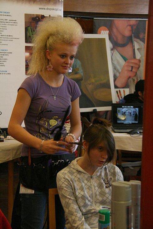 Od vzdělání k zaměstnání - prezentace škol a firem v MKS Domažlice.