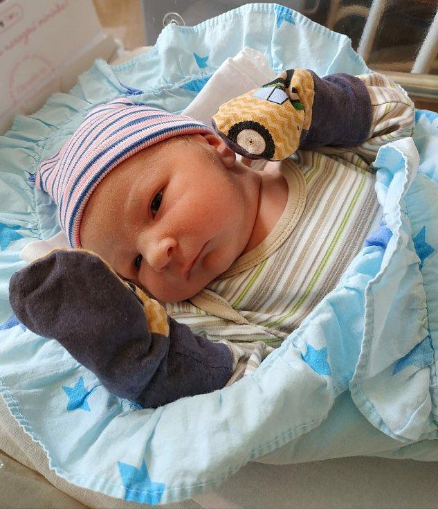 Vojtěch Vetchý se narodil 24. června v 7:54 mamince Veronice a tatínkovi Petrovi z Plzně. Po příchodu na svět ve Fakultní nemocnici na Lochotíně vážil bráška dvouletého Vašíka 4036 gramů a měřil 52 centimetrů.