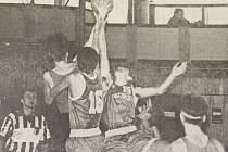 Dobová popiska: Zatímco basketbalové starší žákyně Jiskry Domažlice se na závěr své sezony představily doma, jejich starší kolegové z týmu mladších dorostenců poslednímu letošní ligové utkání odehráli v České Lípě.