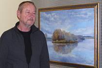 BOHUSLAV TURNER u  jednoho z vystavených obrazů ve vestibulu domažlické ČSOB.