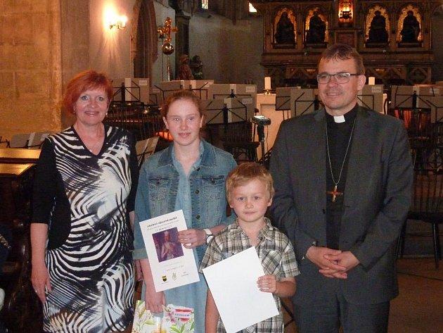 Děti přebraly ocenění za své práce v plzeňské katedrále.