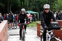 AKVADUKT. Cyklisté mají z nového propojení tras zcela evidentně obrovskou radost.
