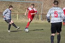 Fotbalisté Kdyně (v bílém) v I.B třídě doma porazili Bor až na penalty. V neděli se představí v Horšovském Týně.