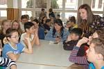 Na domažlické ZŠ Komenského pracují v tomto týdnu stážisté ze šesti vzdálených zemí.