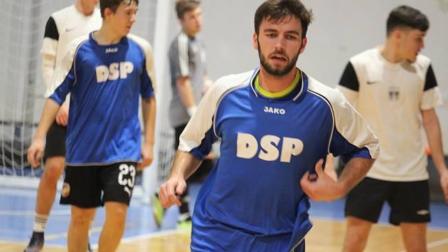Pavel Váchal (uprostřed) z týmu vítězů Golden Cupu 2020 Bílkova tvrz.