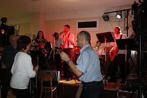 V sobotu večer zahrála kapela Skalanka.