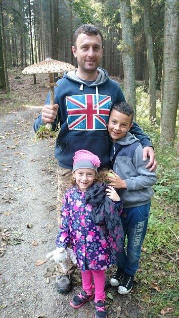 Bedlu, která měla průměr klobouku 32centimetrů, našel kromě dalších hub pan Vláďa Rojt se svými dětmi při procházce lesem.