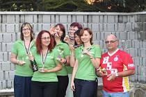 Překvapení na účet favorizovaného týmu Pivoněk (zleva Märzová, Housarová, Lenárdová, Laznová, Havlovicová a Kavalírová) se zrodilo v šestém kole Kdyňské bowlingové ligy v jejich utkání proti v tabulce až desáté PS Jitřenka.