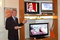 Ze začátků digitalizace: Zahájení výstavy k DVB-T vysílání na domažlické radnici na jaře 2007.