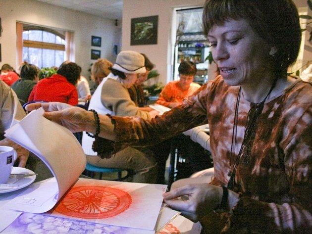 Kreslení léčivých mandal podle Marie Výrutové pomáhá proti stresu, napětí a talent není zapotřebí.