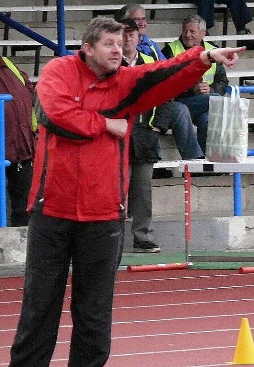 Ze zápasu divizní Jiskry Domažlice s celkem Malše Roudná.