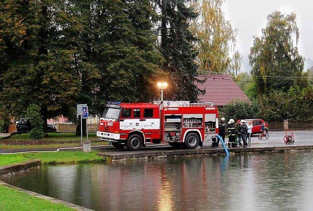 Z hasičského námětového cvičení v Brnířově.