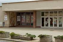 Žákům ZŠ Msgre B. Staška v Domažlicích začaly letos prázniny o týden dříve .