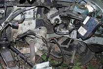 Takto po nehodě vypadá motorová část vozidla Ford.