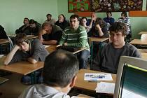 Školením řidičů chce horšovskotýnská škola konkurovat ve vzdělávání dospělých soukromým firmám.