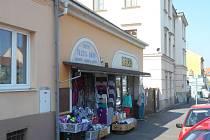 Obchod s textilním zbožím, kde došlo k vraždě.