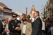 Na 73. výročí konce druhé světové války dorazil válečný veterán James Duncan (93), který Domažlice osvobozoval.