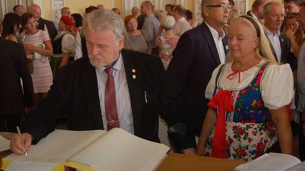 Slavnostní přijetí hostů na domažlické radnici v rámci Chodských slavností.