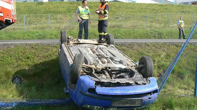 Z dopravní nehody u Holýšova.