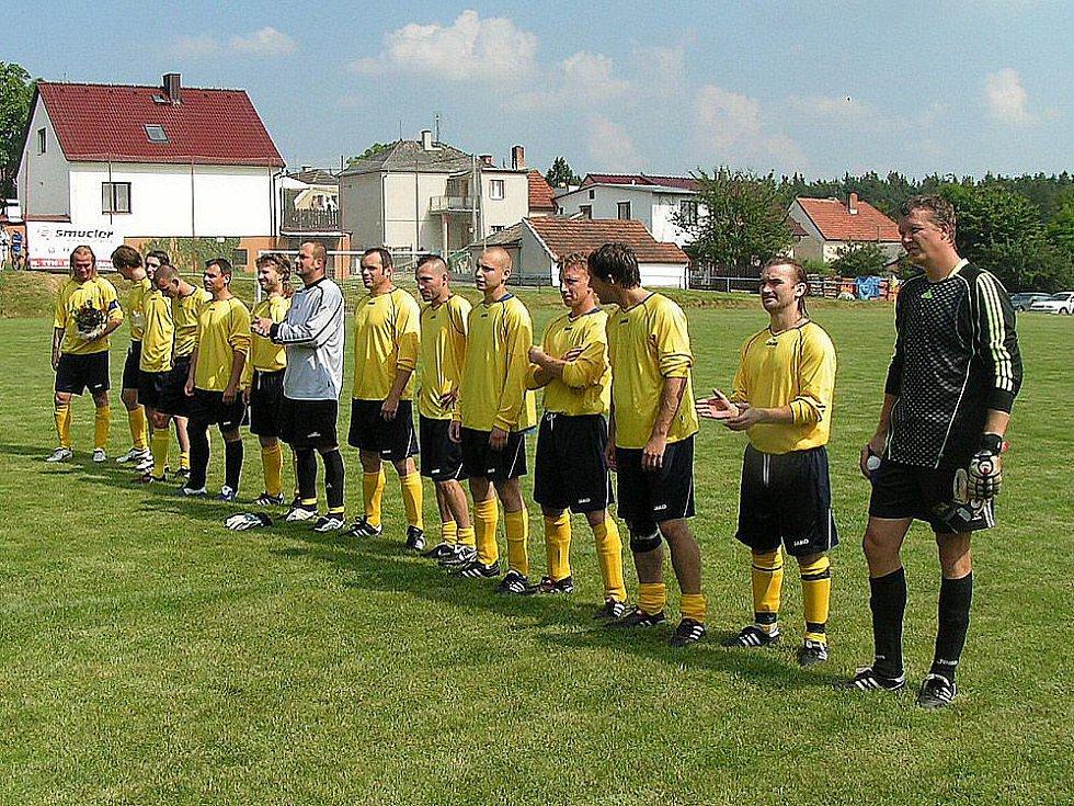 Z utkání týmu osobností s výběrem Krchleb.