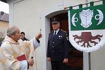 Svěcení obecního znaku v Brnířově.