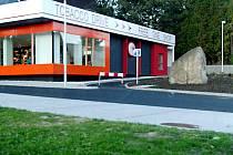 DŮM NA HRANICÍCH. Objekt, který dříve sloužil těm, kdo vykonávali hraniční kontroly, převzala od státu obec Česká Kubice. Po úpravách stavby i jejího okolí tam dnes sídlí Free shop.