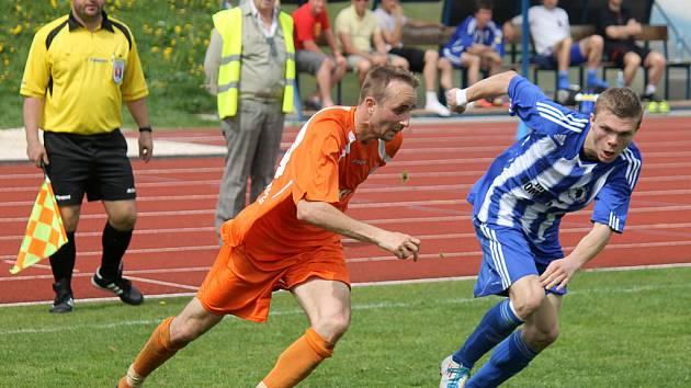Domažlický Jiří Bárta zaskočil proti Arsenalu Česká Lípa na beku a počínal si víc než dobře.