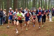 STOVKA ZÁVODNÍKŮ SE ZÚČASTNILA 44. Běhu babylonskými lesy. Suverénně v něm vyhrál domažlický rodák Martin Frei, v současnosti běžec AK Asics Kroměříž.
