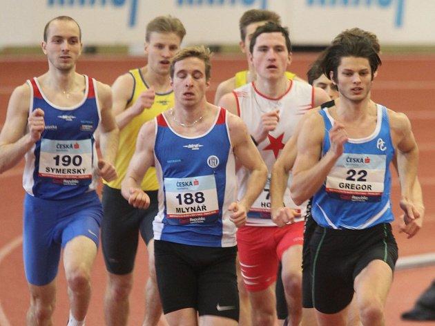 Jiří Gregor se v průběhu finálového závodu na 800 metrů pohyboval i na první pozici.