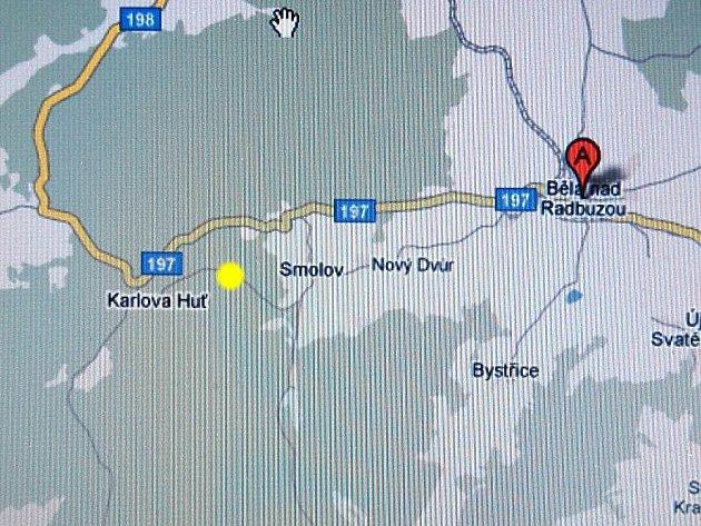 Cyklostezka, kde bylo nalezeno shořelé auto s tělem, je označena žlutým bodem.