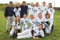 SOFTBALISTKY WOLFS DOMAŽLICE. Na společném snímku je ženský tým domažlických Wolfs, který hraje sport baseballu příbuzný, softball.