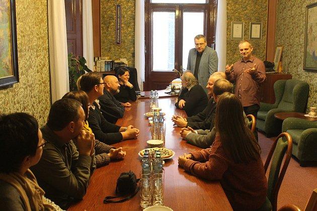 Partneři z Rakouska byli slavnostně přijati na domažlické radnici. Poté následoval jejich plánovaný program.