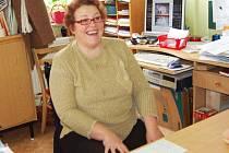 MILENA KRÁLOVCOVÁ. Jako ředitelka Základní školy v České Kubici sice nemá vlastní ředitelnu, zato však ´ředitelský kout´ přímo ve třídě. Nechybí v něm lavice, kam usedají žáci, kteří si potřebují osvěžit či individuálně procvičit učivo.