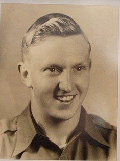 Virgil Paul Kirkham, ze 377.stíhací peruti 362.stíhací skupiny Americké armády zahynul při bojovém letu sP-47D Thunderbolt vZadní Hoře mezi Újezdem a Trhanovem. Bylo mu pouhých 21let.