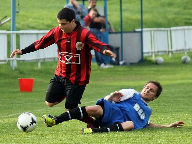 Z utkání fotbalistů TJ Sokol Mrákov a FC Dynamo Horšovský Týn.