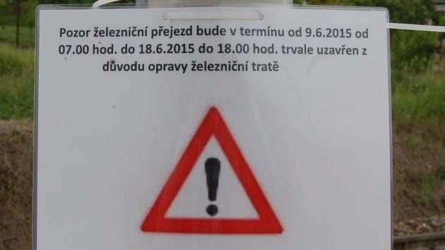 Přejezd v Doubově ulici je uzavřen bez náhradní objízdné trasy.