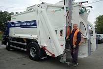 Nový vůz pro svoz komunálního odpadu začíná sloužit v Domažlicích.