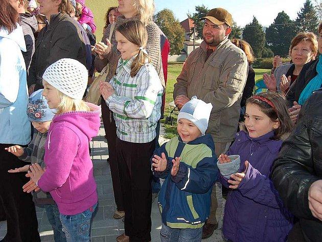 Mrákovská škola uspořádala na oslavu modernizace Den otevřených dveří.
