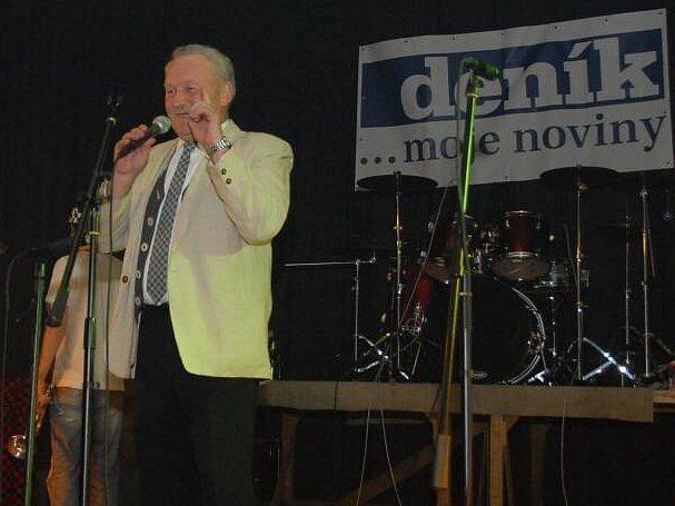 Ředitel MKIS Holýšov Jan Váchal při jednom z koncertů