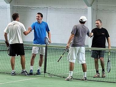 Ilustrační snímek z tenisového turnaje v hale ve Waldmünchenu.