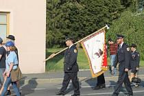 Průvod sborů dobrovolných hasičů doprovázeli děti i dechová kapela.